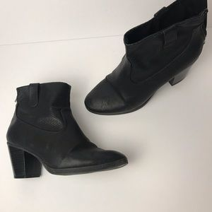 Sam & Libby Black Ankle Boots Size 7 (Fit like 9s)